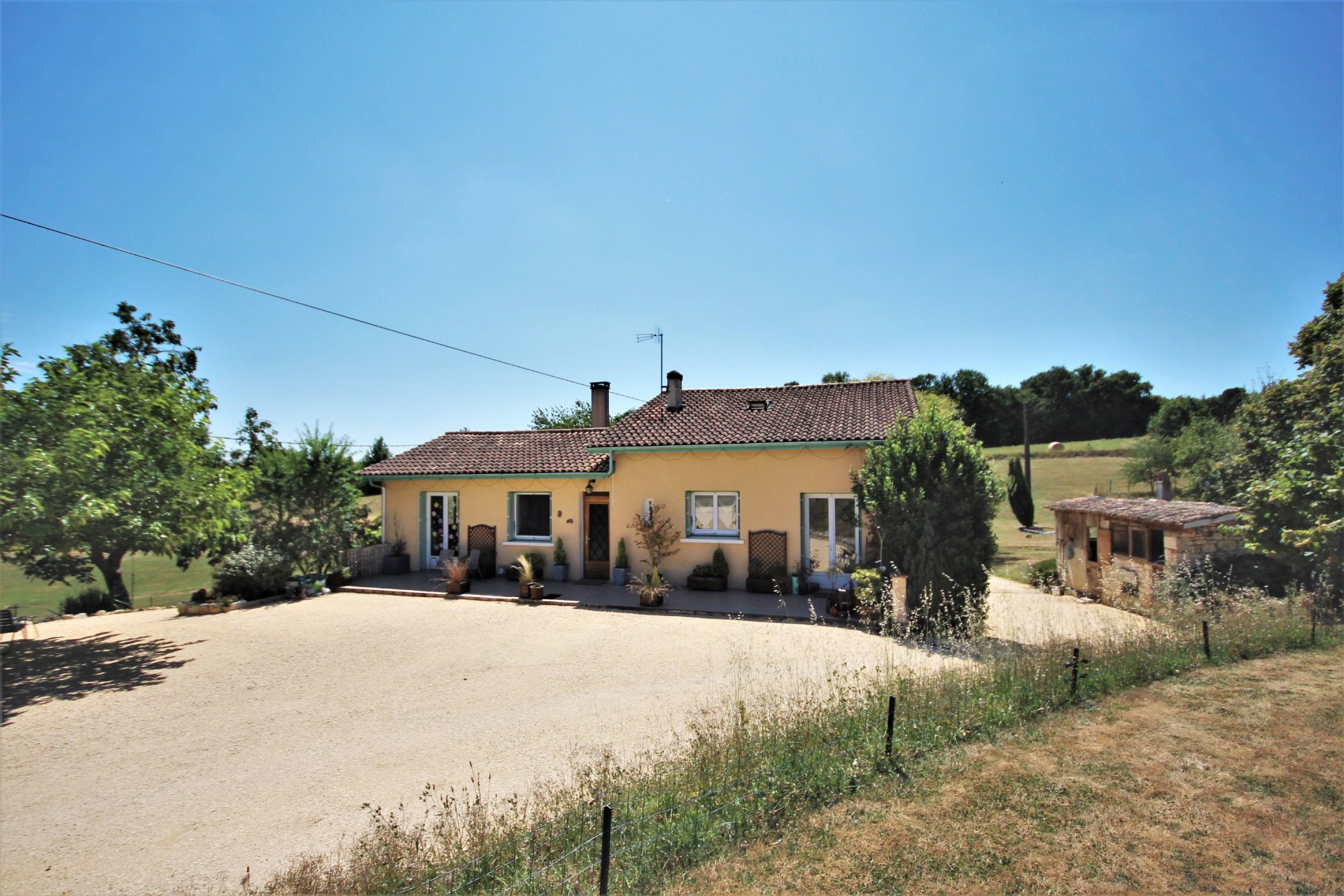 4 bedroom country home with lovely views and large fenced grounds