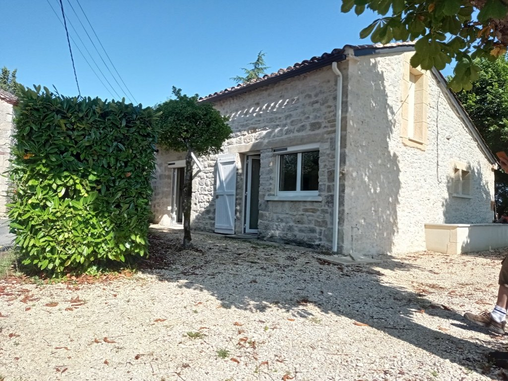 Charming single storey stone house with large garden