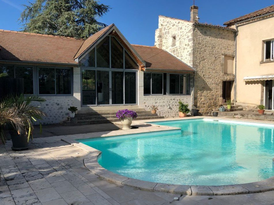 Traditional stone maison de maître conveniently located on the edge of a popular town.