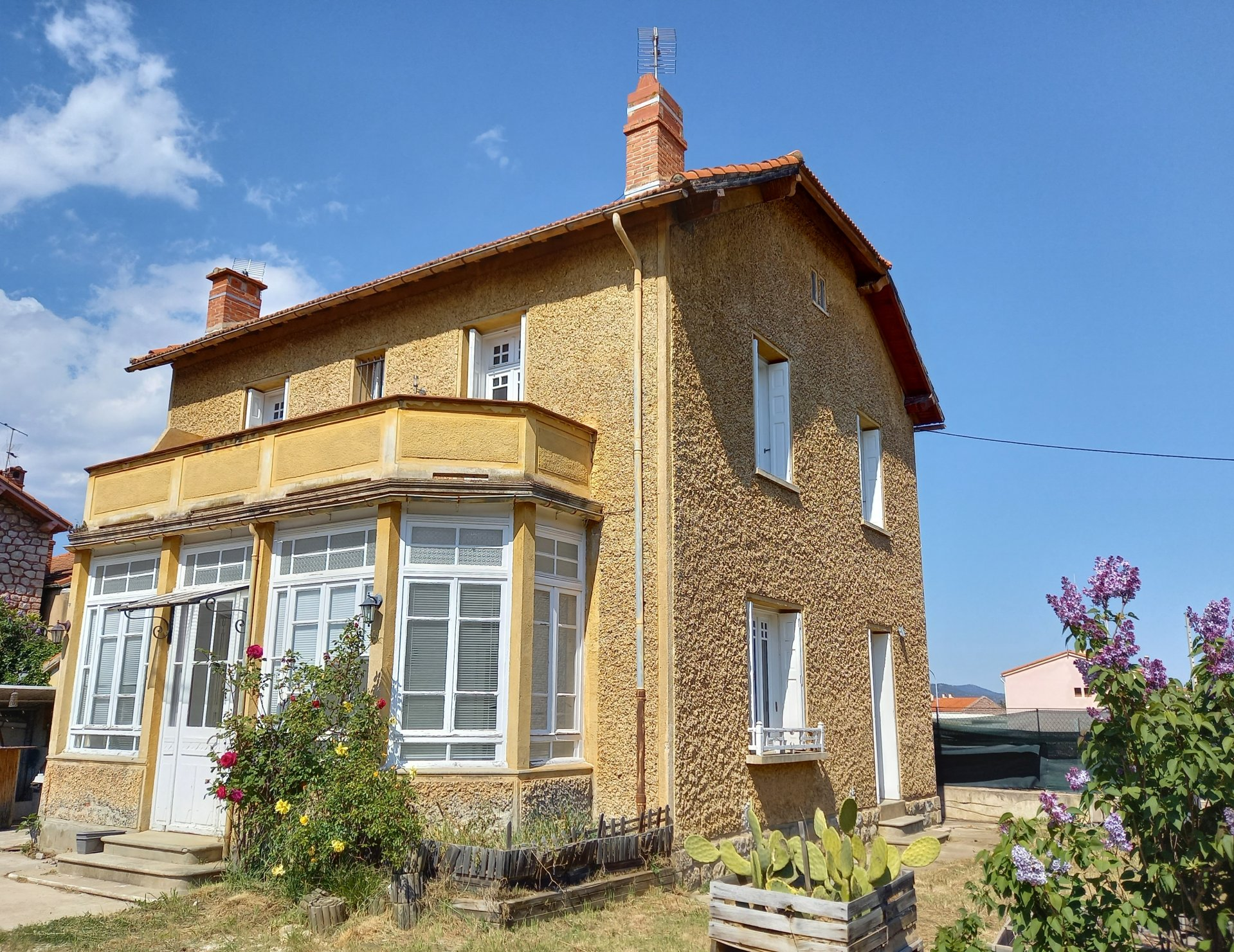 Detached house with constructible garden and views