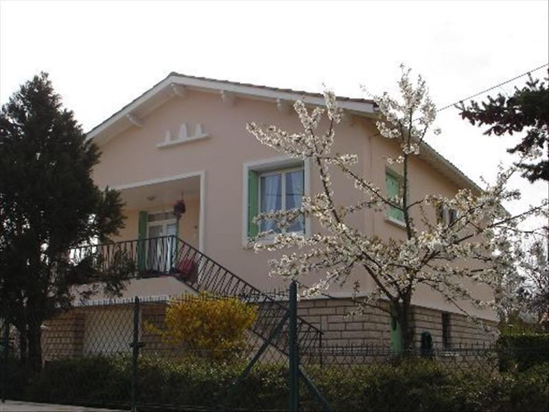 4 bed house in a quiet setting close to amenities