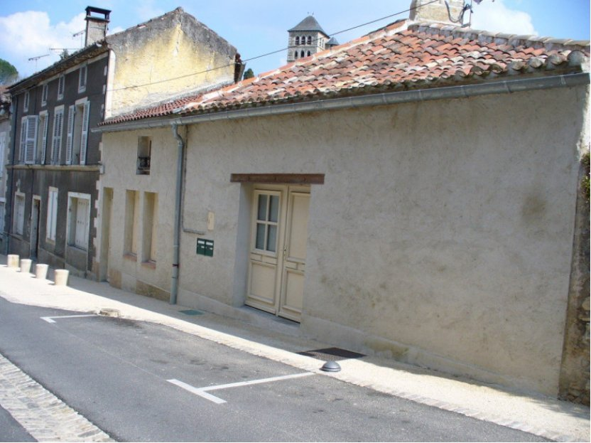 INVESTMENT PROPERTY OF DE 153 M² IN STONE RESTORED INCLUDING 3 APARTMENTS (T2, T3, T4) AND A STUDIO.