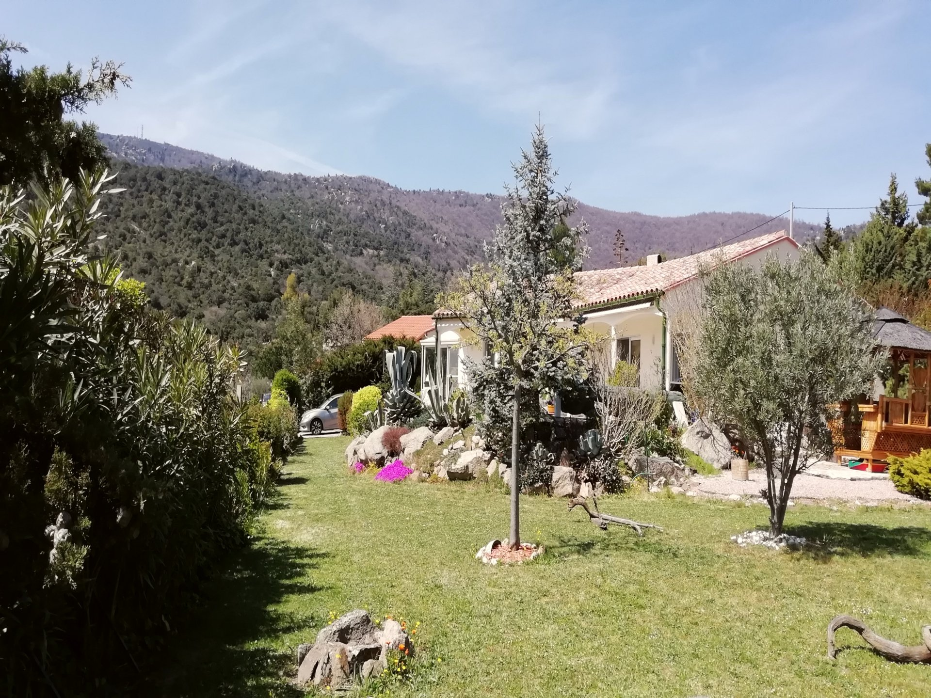 BEAUTIFUL BUNGALOW TYPE VILLA WITH SMASHING VIEWS AND POOL, ARBOUSSOLS
