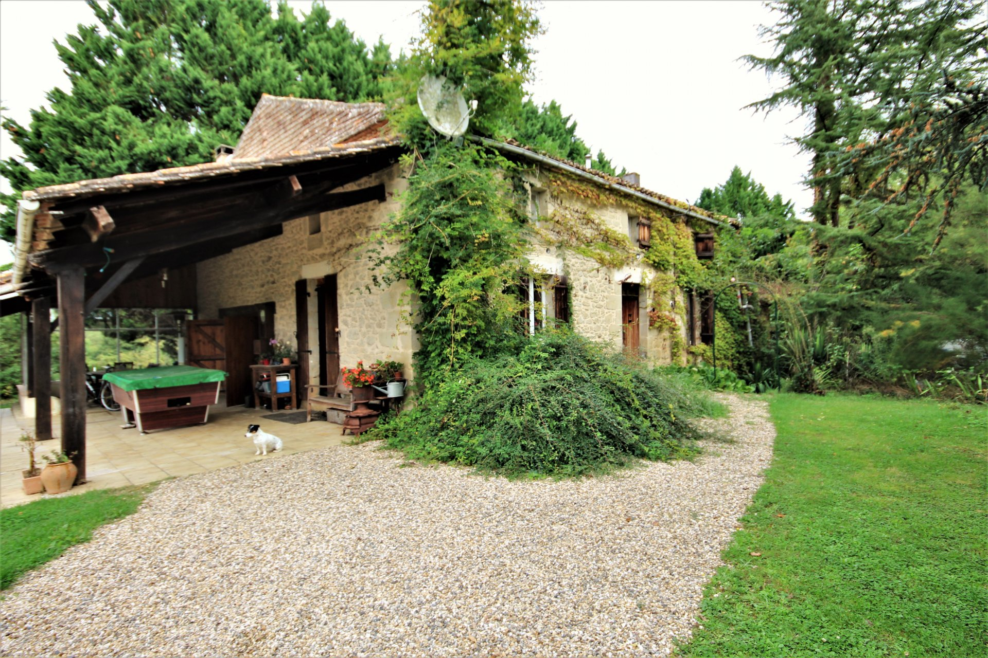 5 Bed stone house in quiet country location