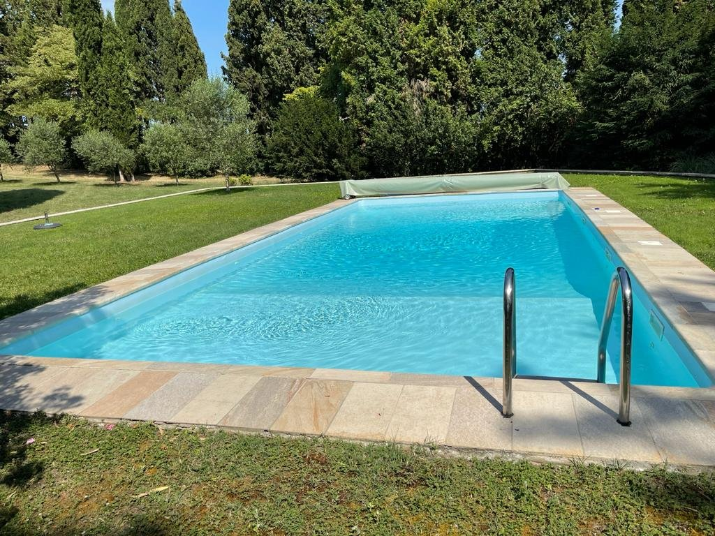 Beautiful Lauragais house with 2 annexes, pool and garden