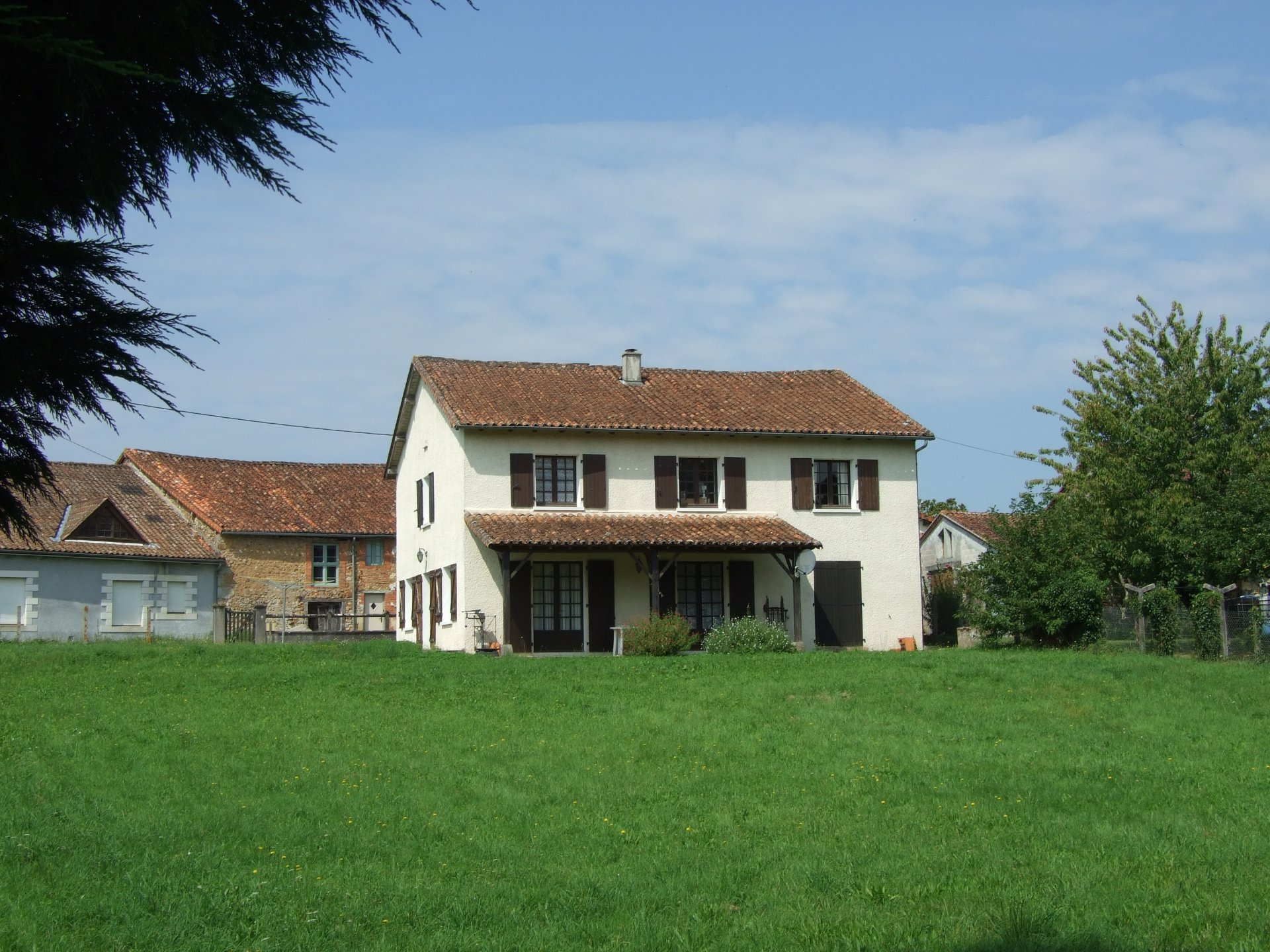Spacious 5 bedroom Village House with Large Garden