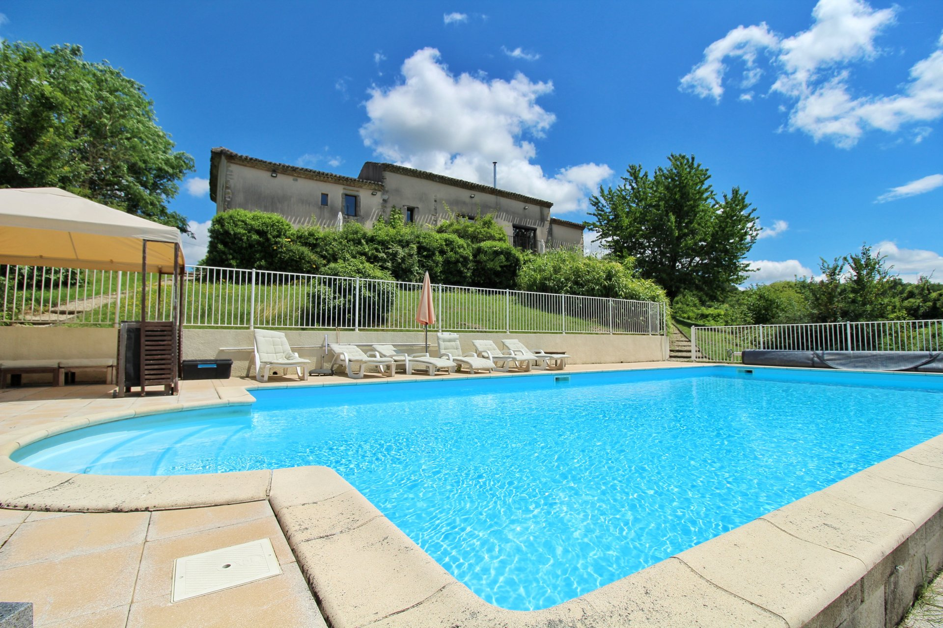Fantastic Lifestyle Property with Income Potential!