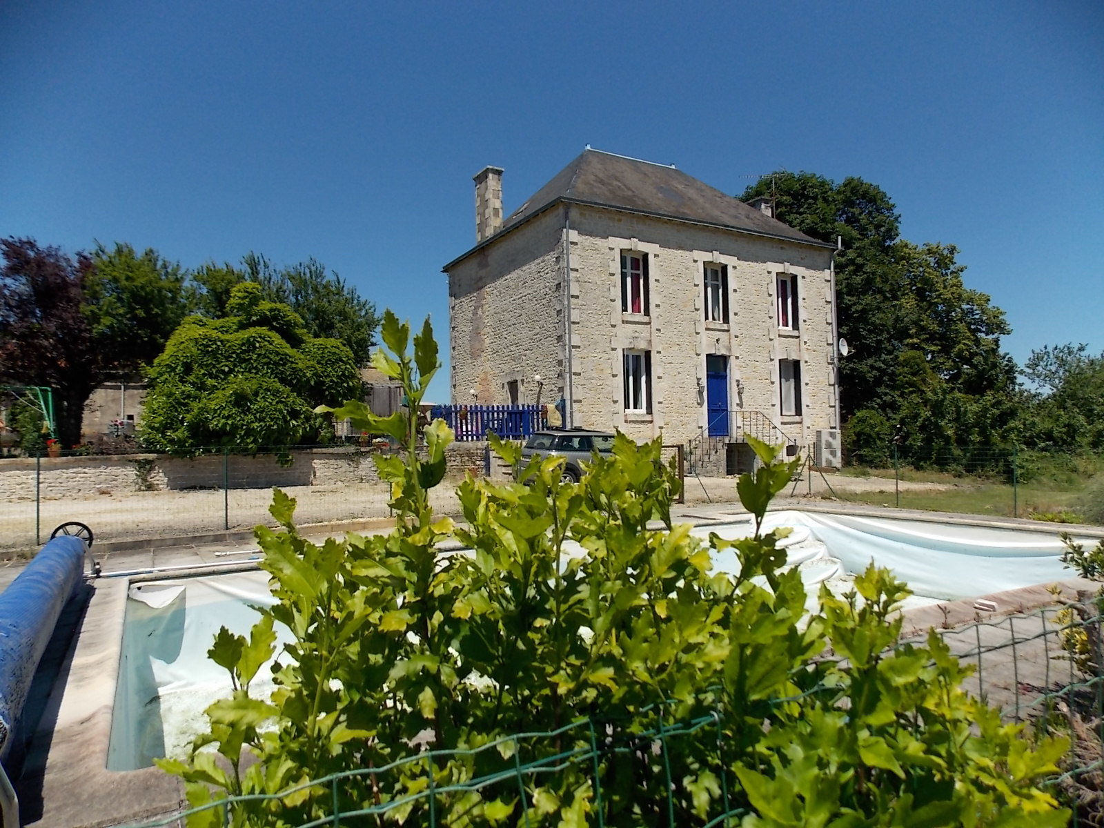 Impressive manor house with swimming pool and outbuilding