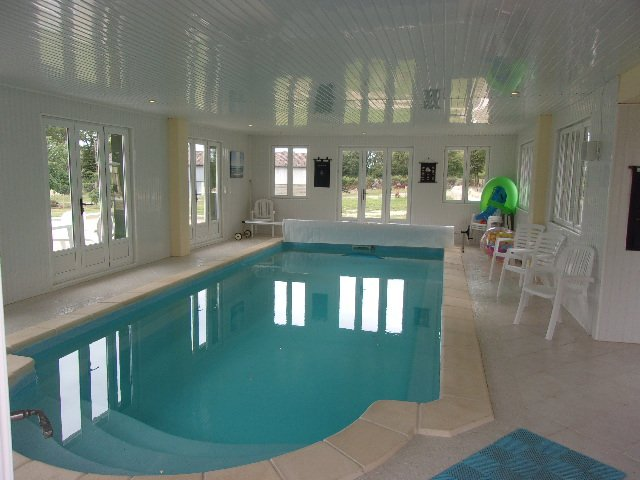 Beautiful large country residence with indoor pool complex!