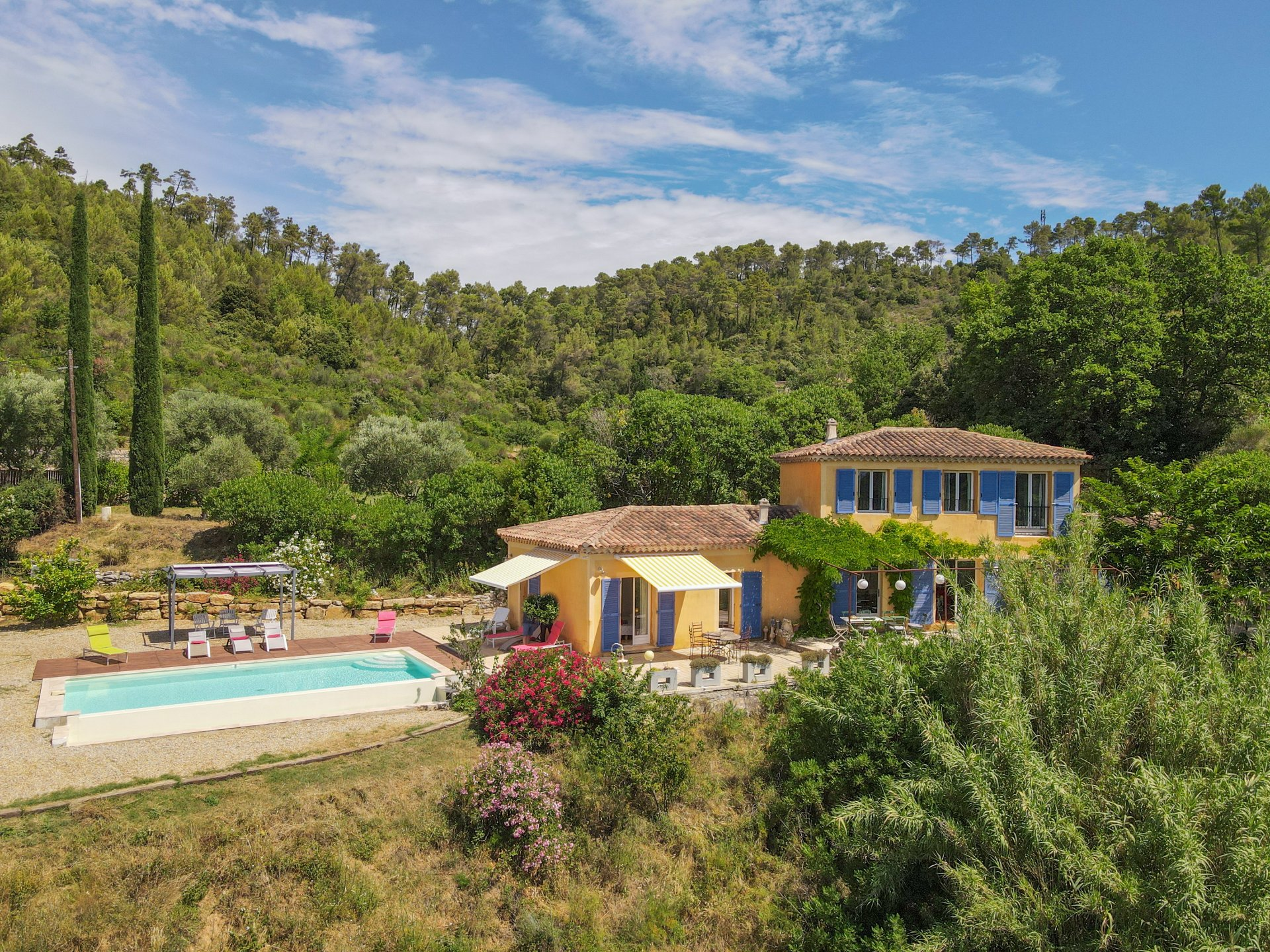 Beautiful Provencal villa with a stunning view in the hills of Cotignac (3 km)
