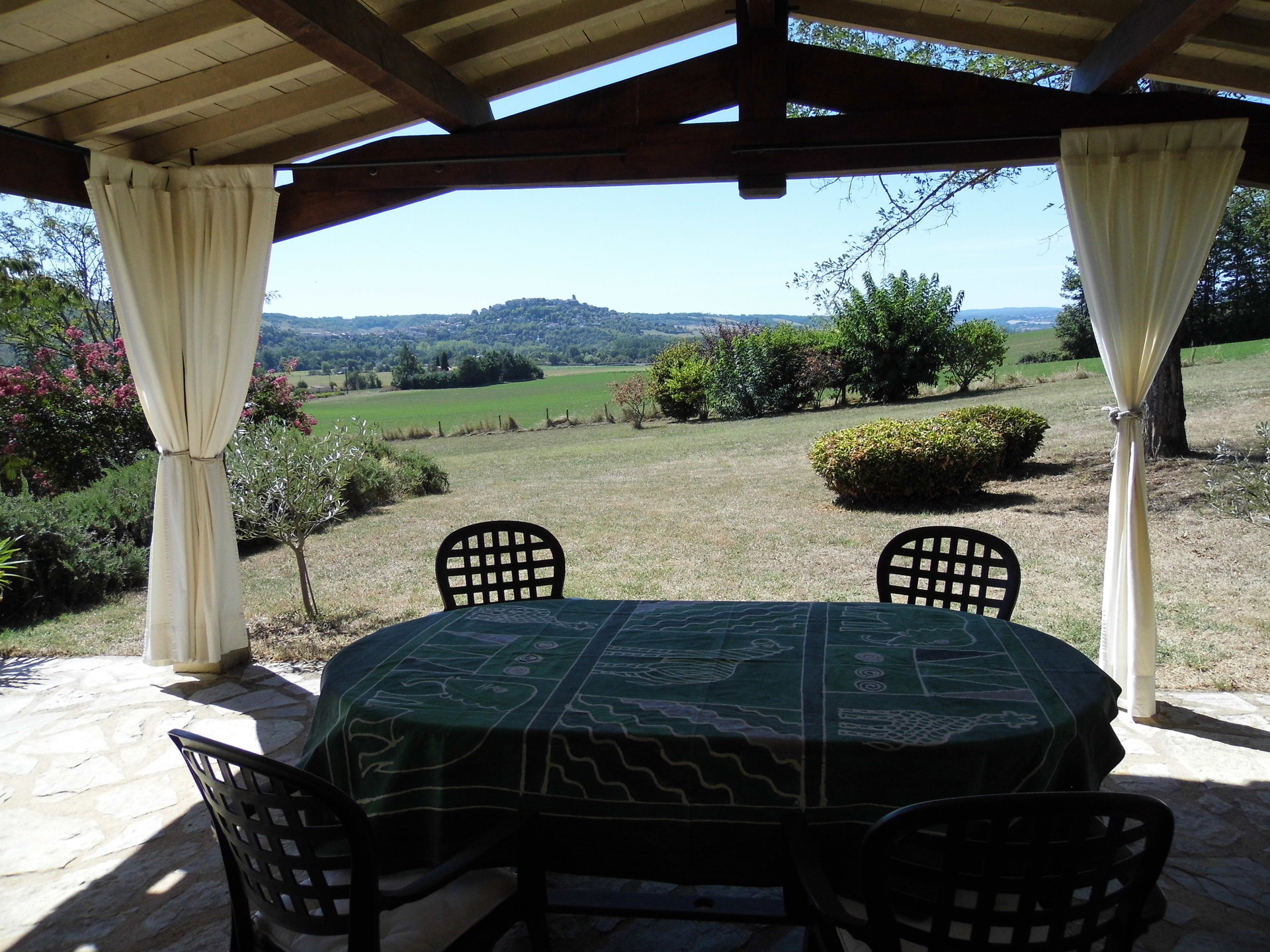 Lovely 4 bed property within walking distance to Cordes-Sur-Ciel