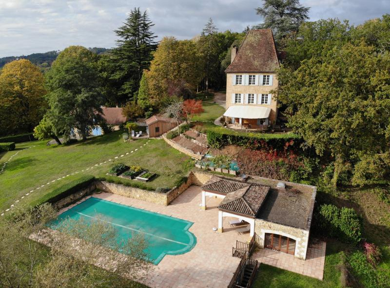 SARLAT ! IN A HAVEN OF PEACE, WITH WONDERFULL VIEWS ! STUNNING 13TH CENTURY CASTLE WITH AUTHENTIC CH