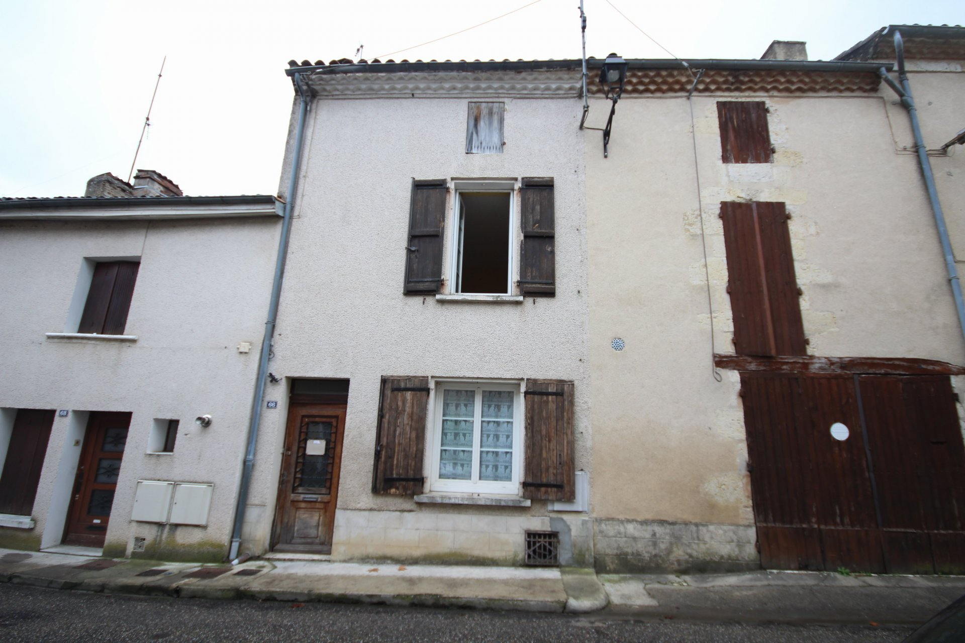 Stone town house situated in medieval town walking distance of the river