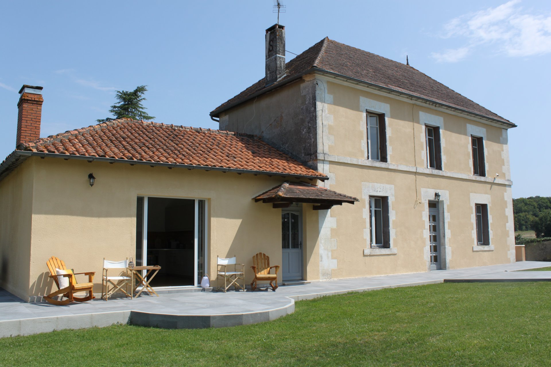 Beautiful Charentaise House with stunning Guest House and Pool