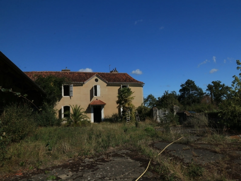 Stunning views, substantial outbuildings and 7ha of land