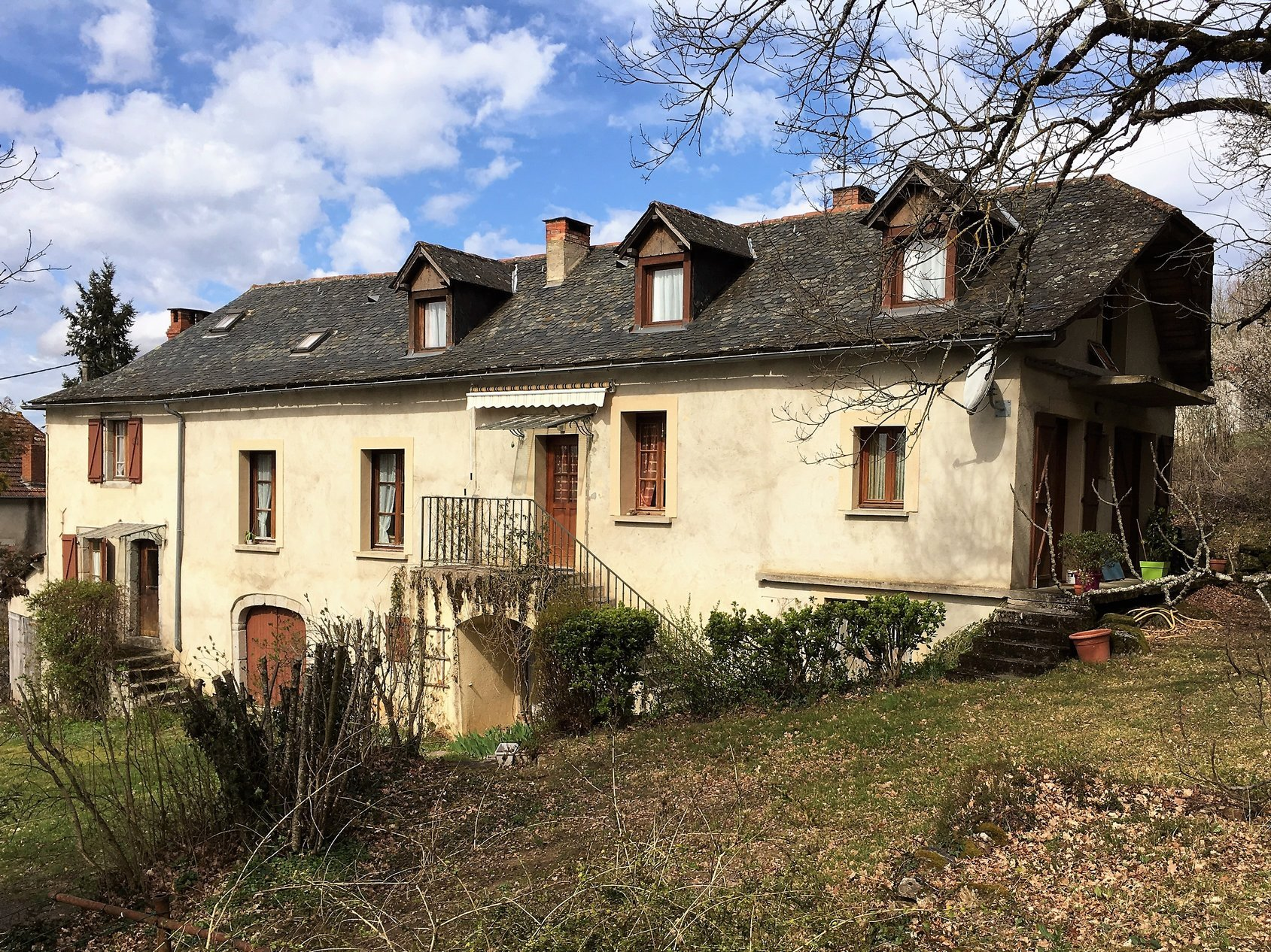 Large family home with Maison d'amis/Gite 4 persons