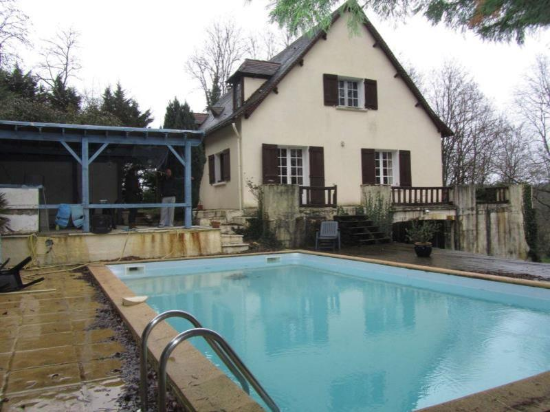 Périgord-style house with swimming pool