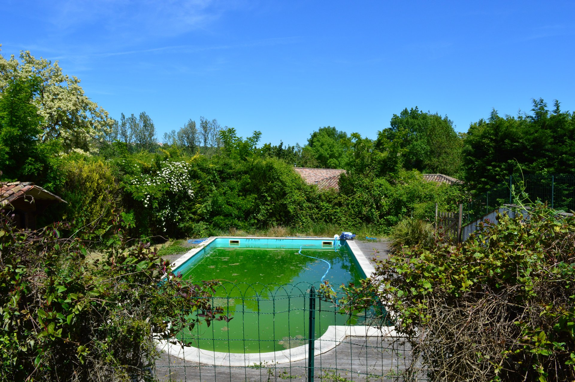Beautiful property with character, swimming pool and view over the countryside.