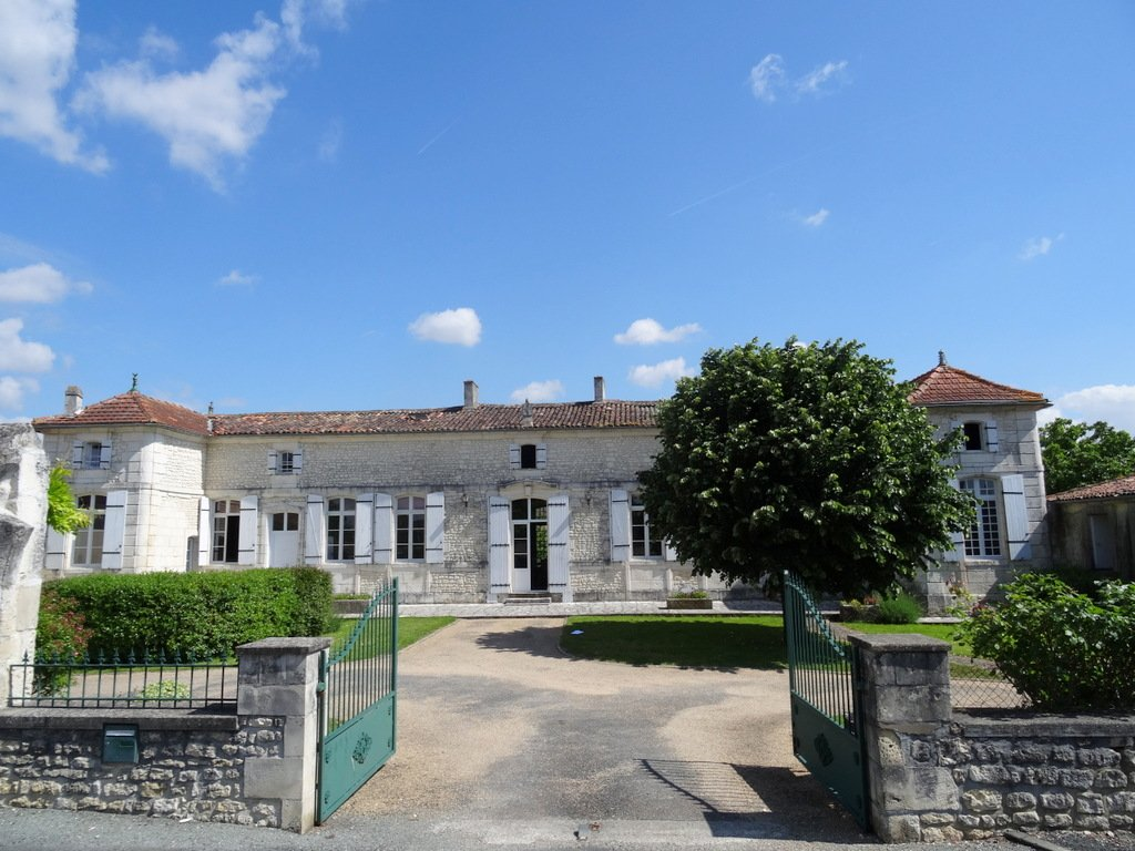 Beautiful 18th century presbytery full of history, in a charming village