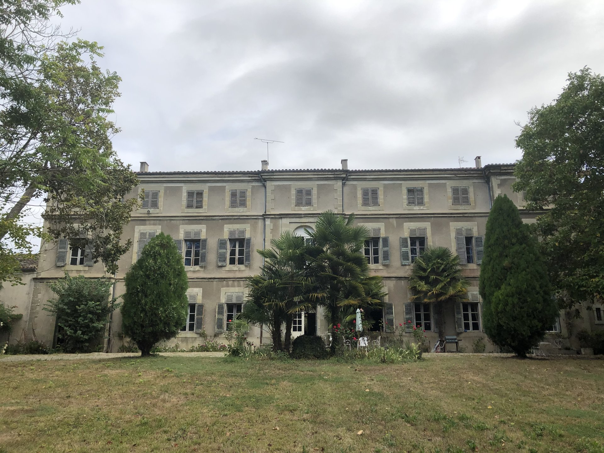 Beautiful Chateau with 5.7 ha alongside the Canal du Midi