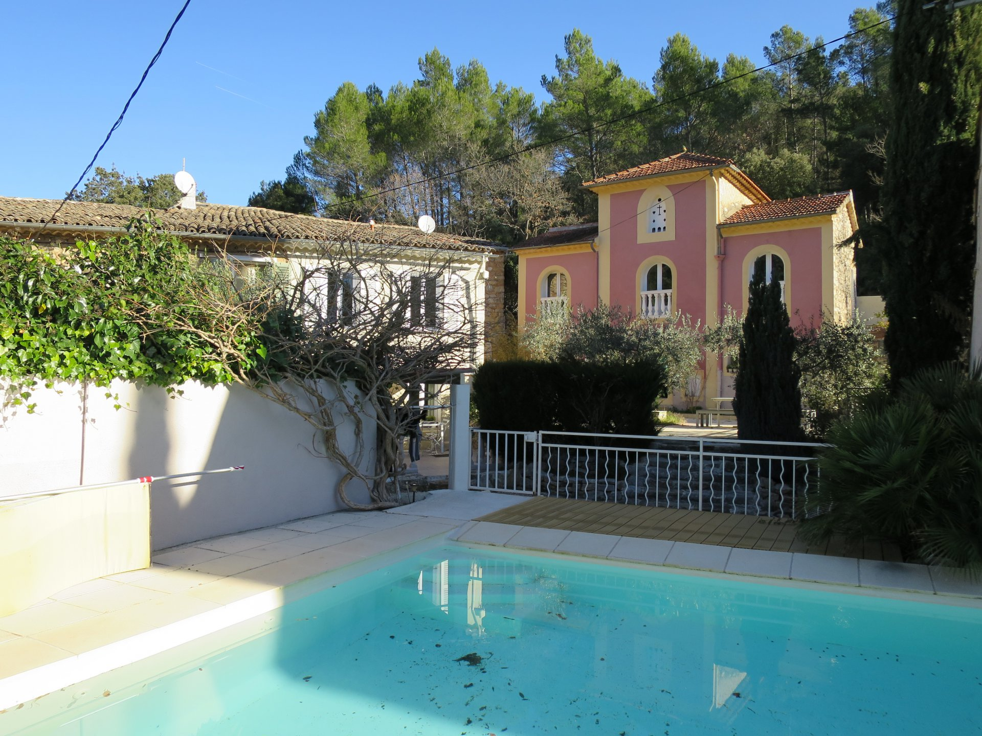 Old beautiful property consist of a mainhouse and several appartments on 1,6 hectare with pool