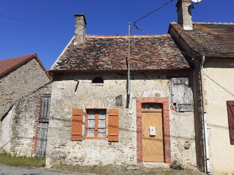 Pretty little cottage to renovate with gardens