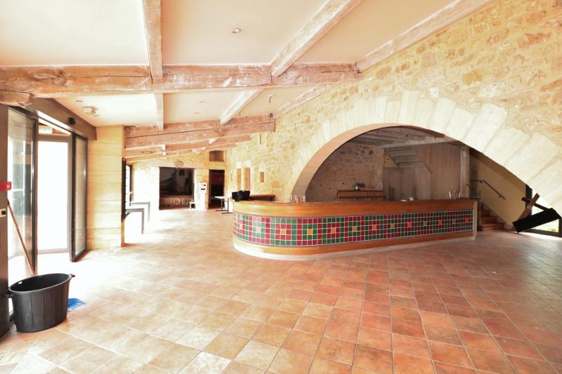 IN THE VEZERE VALLEY, ABOUT TWENTY KILOMETERS AWAY FROM SARLAT,  A 40 BEDROOM HOTEL-RESTAURANT WITH