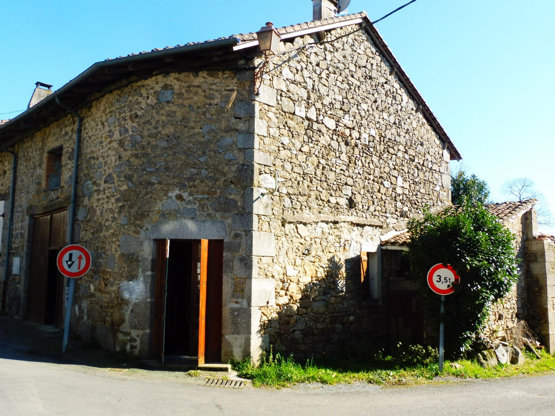 Affordable stone property in village centre with popular weekly market in Dordogne