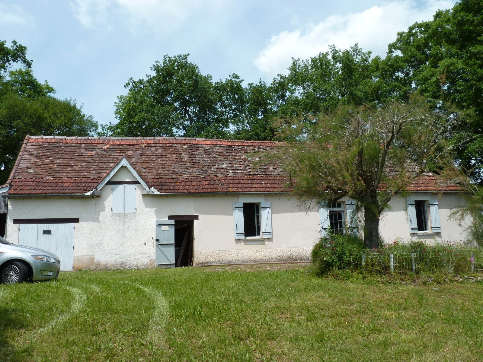 Stone house with 2 bedrooms to renovate and possibly enlarge, on 2 acres with stone barn