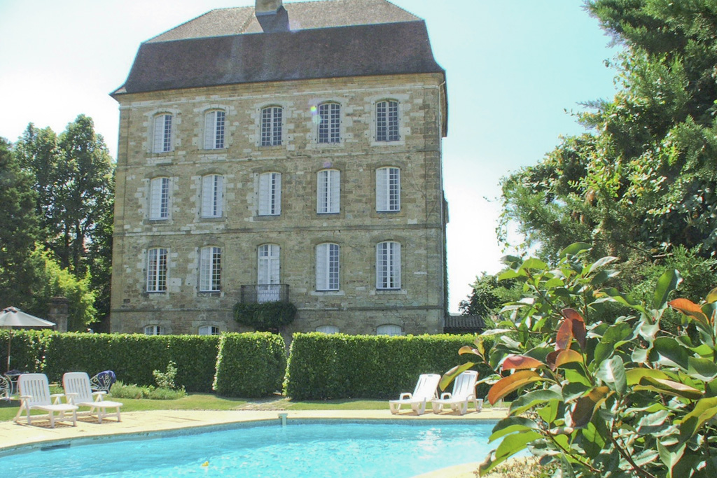 Château for sale near Sarlat-la-Canéda in Dordogne with a swimming pool, a guest house and a second