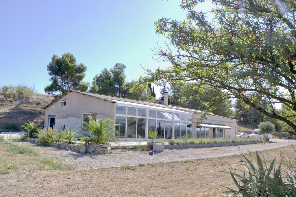 Contemporary villa for sale near Azille with an indoor swimming pool and a garden with terraces (6,1