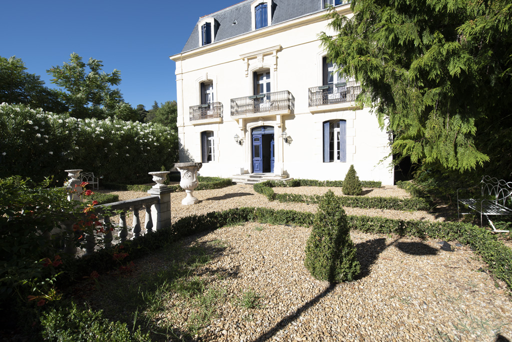 House for sale in Lamalou-les-Bains with a heated swimming pool, a summer kitchen and a garage