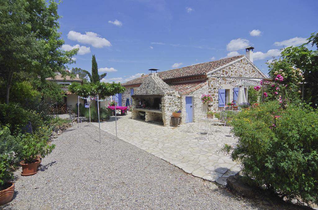 Farmhouse for sale near Saint-Nazaire-de-Ladarezin with a swimming pool and land (33,542 m²)
