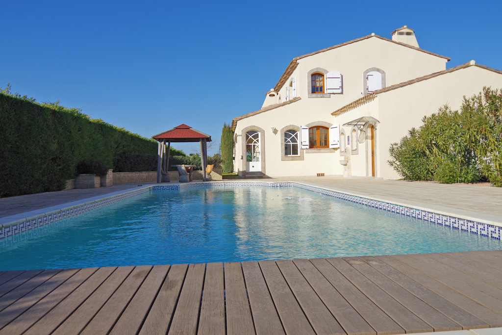 Villa for sale in Castelnau d'Aude with a swimming pool, a large car shelter and a garden (3,083 m²)