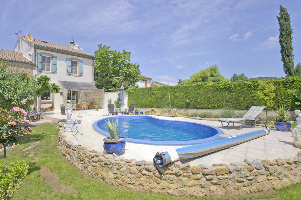 Town house for sale in Ornaisons near Toulouse with a swimming pool and a garden