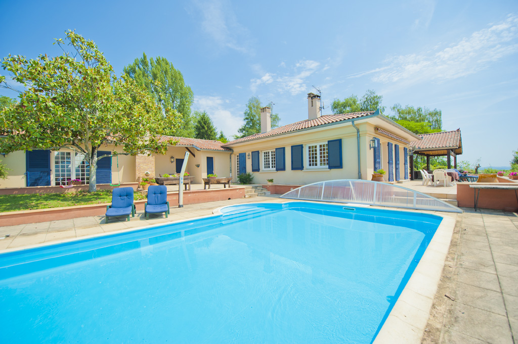 Villa for sale near Saint-Gaudens in Haute-Garonne with a heated swimming pool, an outbuilding and a