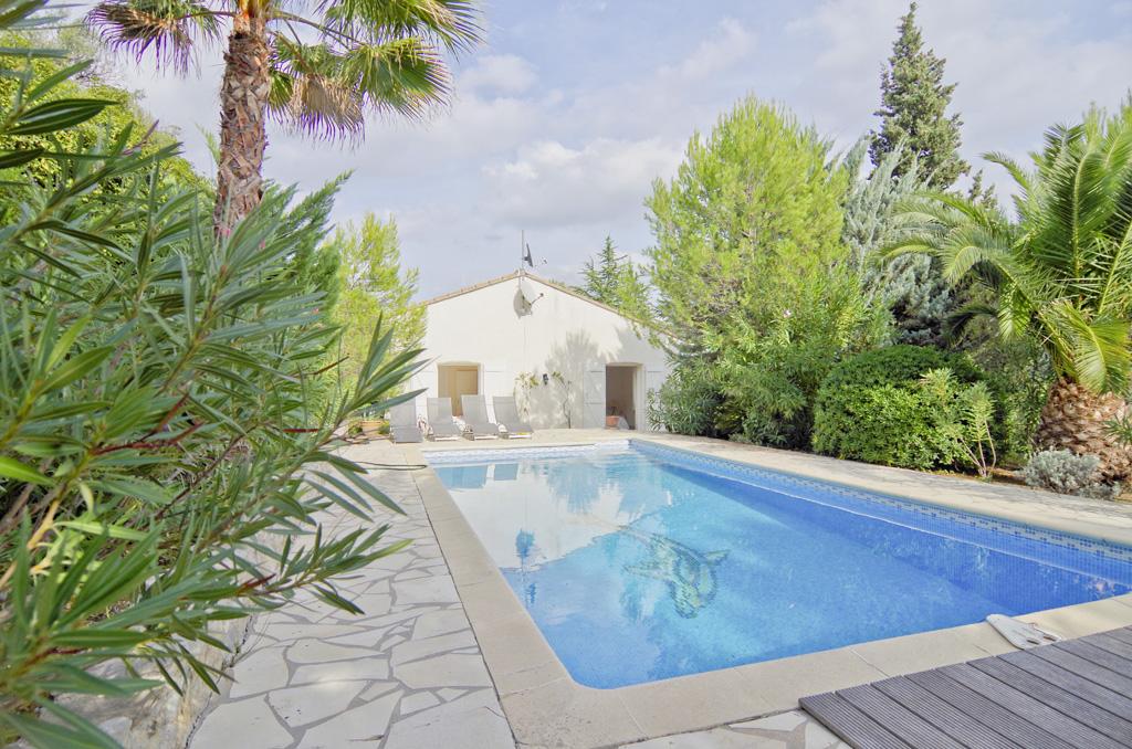 Villa de plain-pied à vendre à Beaufort avec piscine, garage et 1,620 m² jardin